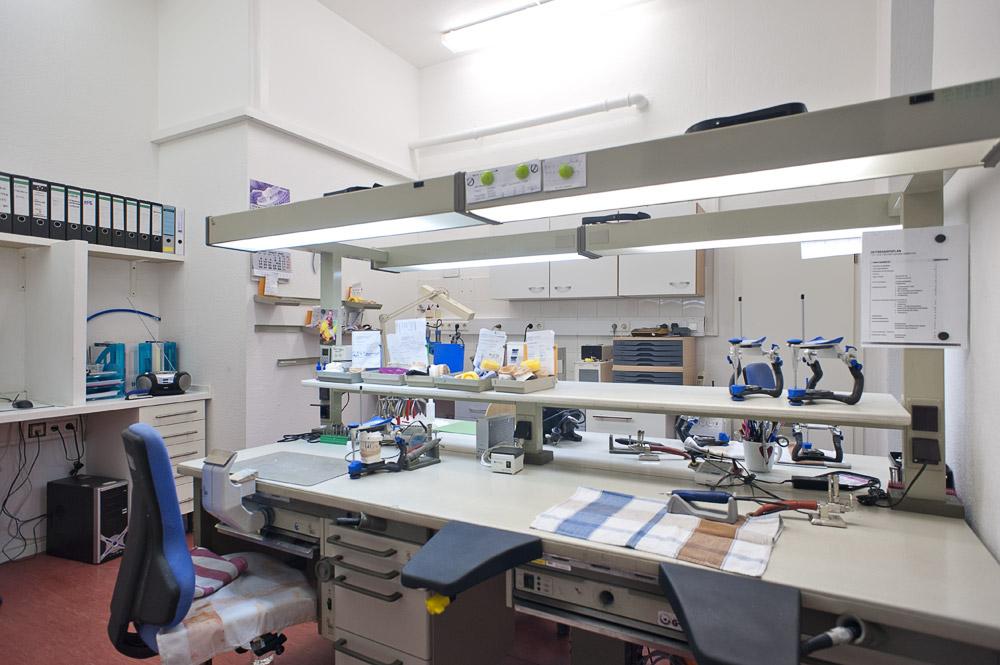 Zahnarztpraxis-Berlin-Neukoelln-Implantologie-Althoff-Labor-3