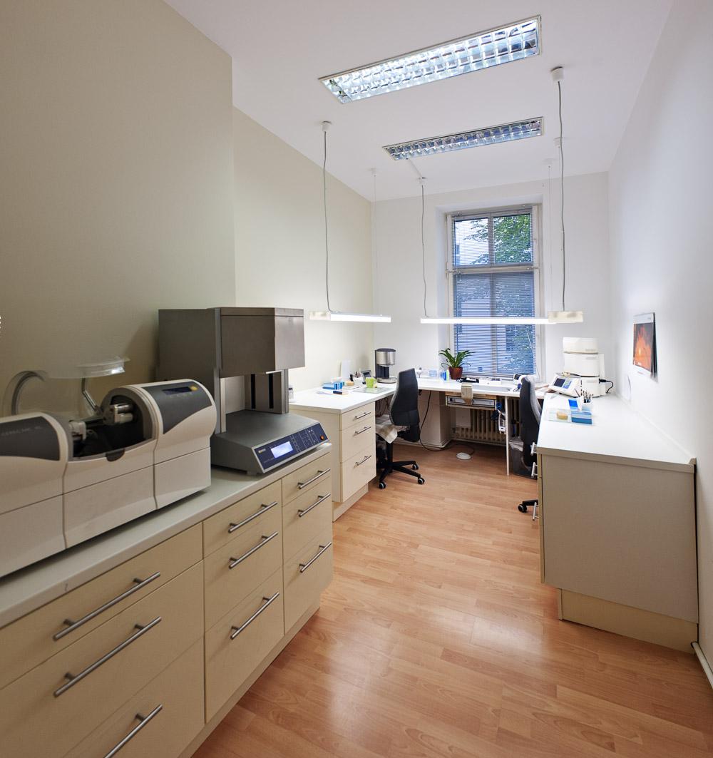 Zahnarztpraxis-Berlin-Neukoelln-Implantologie-Althoff-Labor