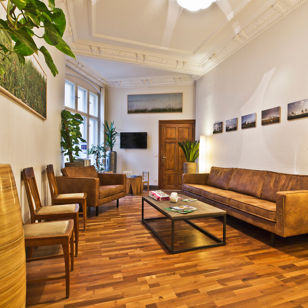 Zahnarztpraxis-Berlin-Neukoelln-Implantologie-Althoff-Wartebereich